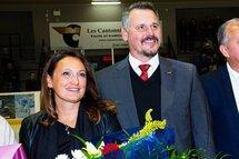 La famille de Félix Potvin a gardé la surprise. L'entraîneur a été nommé Cantonnier à vie en tant que bâtisseur de relève. (Photo : Vincent Levesque-Rousseau, collaboration spéciale)
