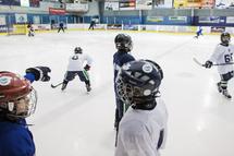 Les équipes complètes seront permises dans le hockey mineur