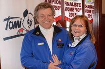 André Riopel et Francine Clément comptent à eux deux plus de 60 ans de bénévolat au sein de l'organisation du Tournoi provincial atome de Saint-Jérôme.
