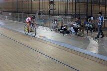 Lex Albrecht avec Alphamantis et Powerwatts au Centre du Cyclisme Mattamy à Milton, ON (Milton Velodrome)