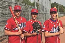 Photo ci-dessus : Les trois membres du sport-études de l'école Fadette sélectionnés avec l'équipe ABC U17 : Isaac Mailhot-Bérard, Xavier Gonzalez et Nicolas Tremblay.