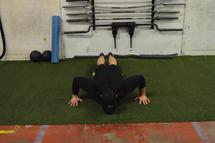 Exercices maison: push ups, sauts latéraux et planche à un pied