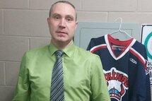 L'entraineur des Vikings de Baie-Comeau Bantam CC, Yan Côté participe à sa troisième Coupe Dodge. L'homme de 42 ans souhaite voir ses joueurs performer tout en ayant du plaisir.