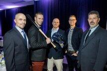 Baseball CRM a envoyé une cinquantaine de joueurs aux États-Unis, dont Pier-Olivier Dostaler, Alexandre Béland et Alexandre Janelle-Gagnon. Ils sont entourés de Yan St-Pierre et Gaétan Gagnon. (Photo : Stéphane Lessard)