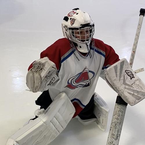 Pasquale en train de jouer au hockey