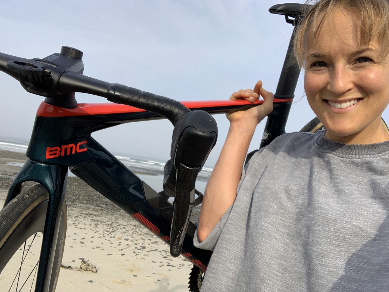 Lex Albrech at the Pacific Ocean before Race Across America with a BMC Time Machine Road bike, the fastest road bike in the world